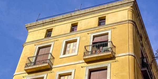 Hotel o piso vacacional en barcelona ventajas de for Alquilar un apartamento en sevilla